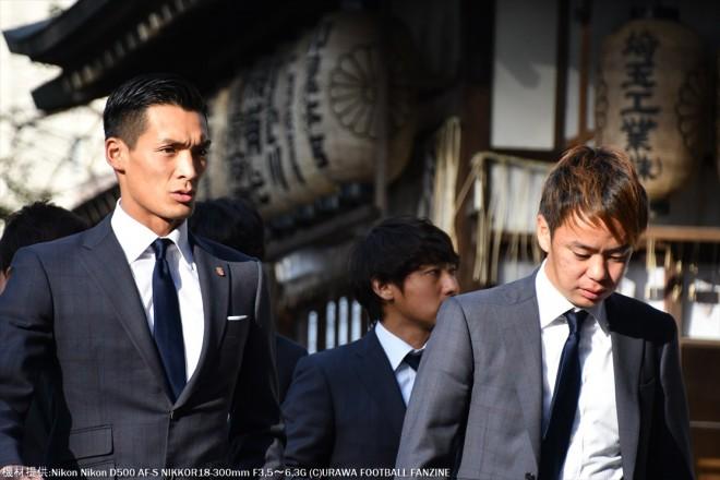 いつもよりも厳しい表情を浮かべて参拝に向かう槙野智章選手