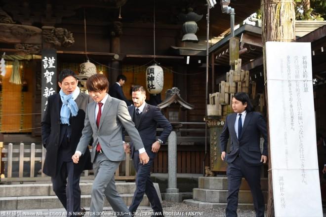 矢島慎也選手に話しかける森脇良太選手。いったい、どんな話しをしていることやら