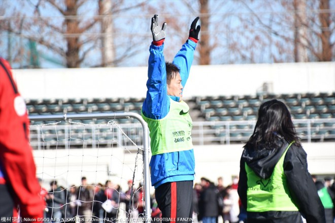 子供と1対1の究極な局面でも、真剣にセーブする榎本哲也選手。